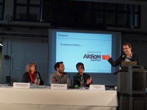 Friedhelm Peiffer von der Aktion Mensch übergab Jahreslose an Steffen Henssler und Kai Gosslar