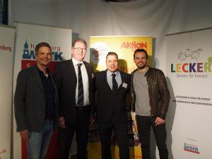 Kai Gosslar, Vertreter von MKN-ProfiKochtechnik, und Steffen Henssler