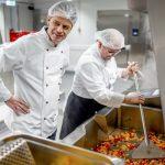 Aktion Mensch - 13.02.2019 - Rudi Cerne, Botschafter der Aktion Mensch, besucht die Küche des von Lecker hoch drei – Dinners för Kinners in Hamburg.